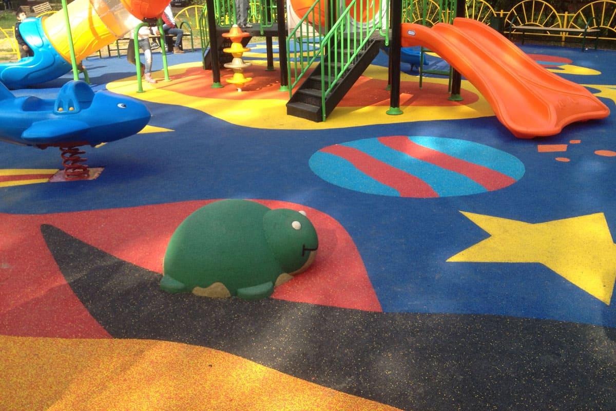 Детская резиновая площадка.