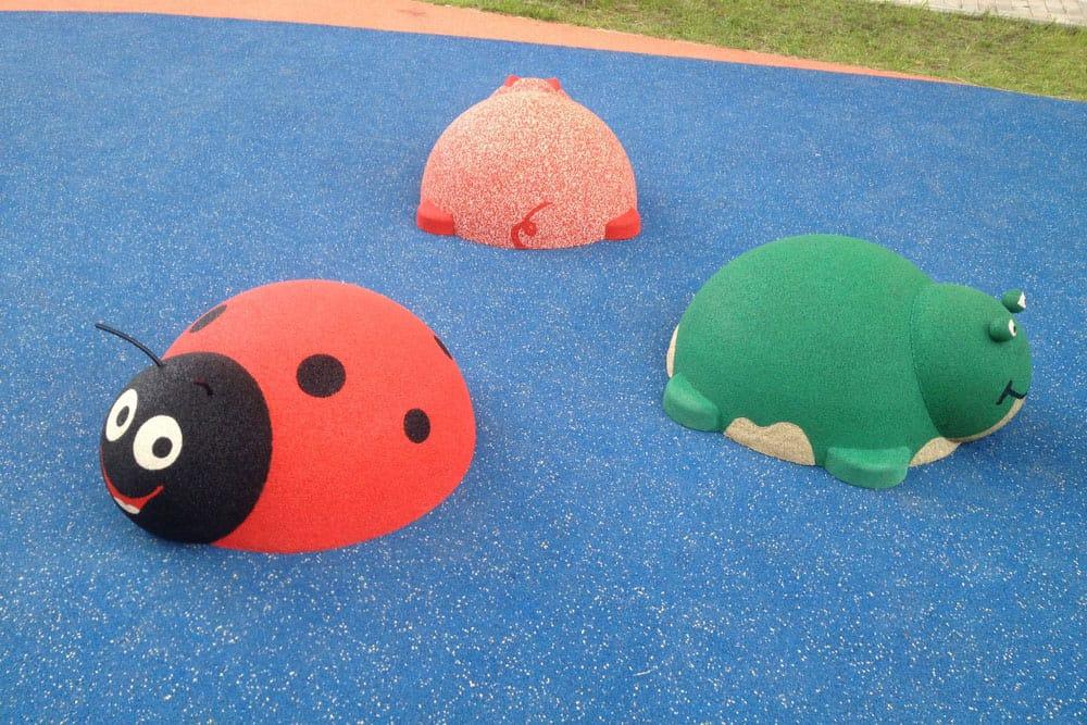 Оформление детской площадки 3D фигурами.