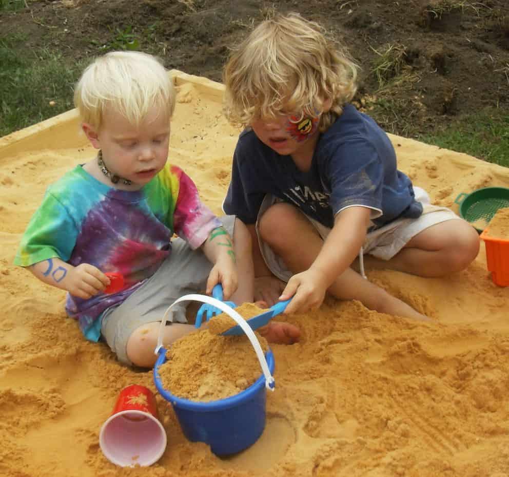 Красивая детская песочница.