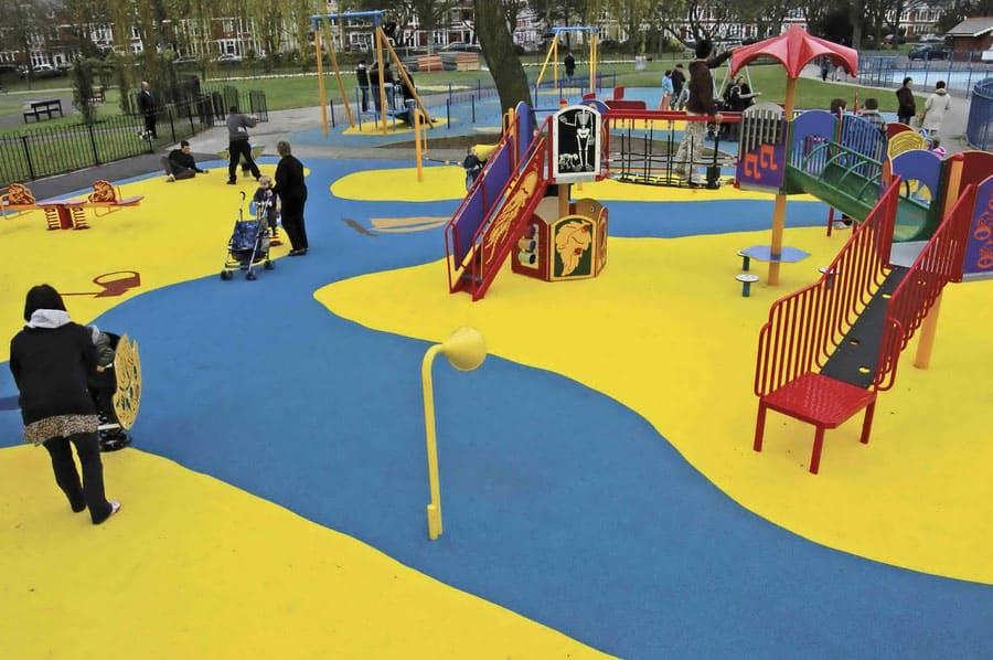 Ударопоглощающие покрытия детских игровых площадок.