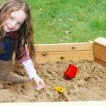 Классические деревянные песочницы.