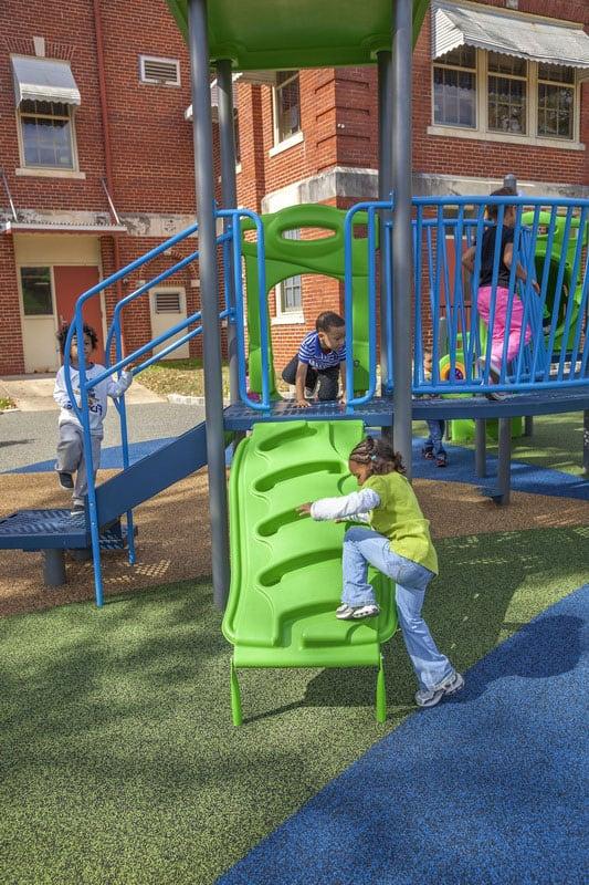 Конструкция покрытия детских площадок