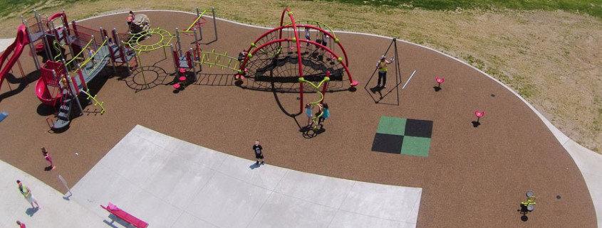 Какое покрытие на детских площадках лучше.