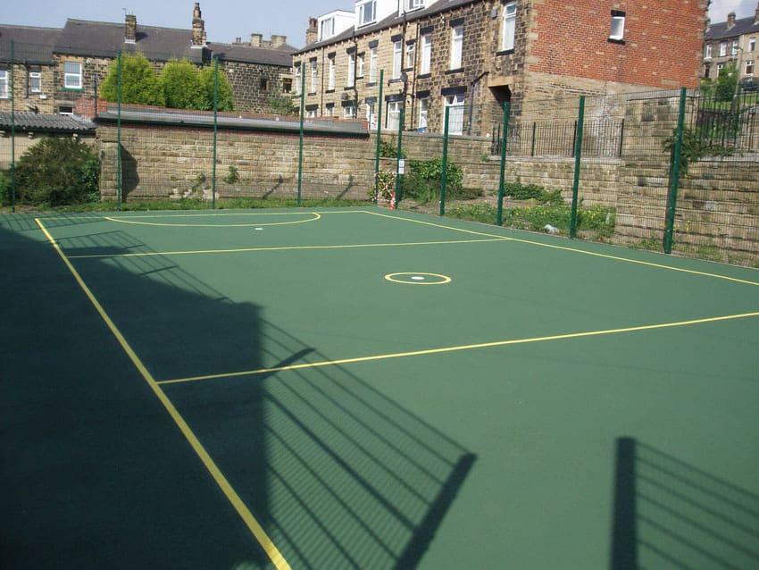 Покрытие для спортивных площадок из резиновой крошки.