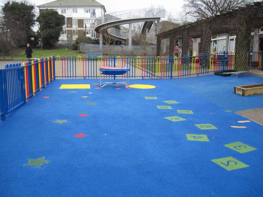 Купить резиновую крошку для покрытия детских площадок.