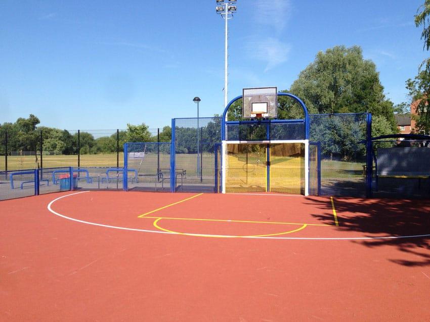 Напольное покрытие спортивных площадок.