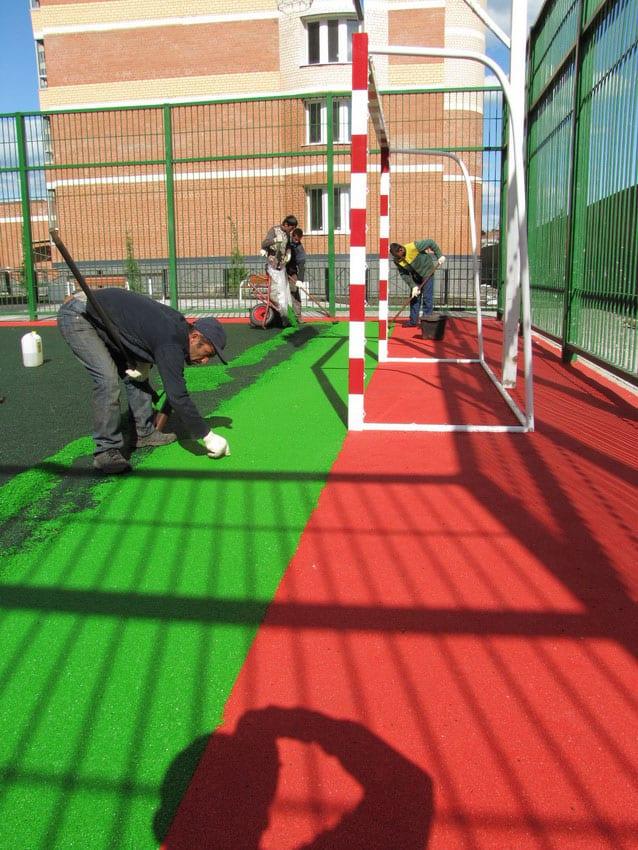 Покрытие универсальной спортивной площадки.